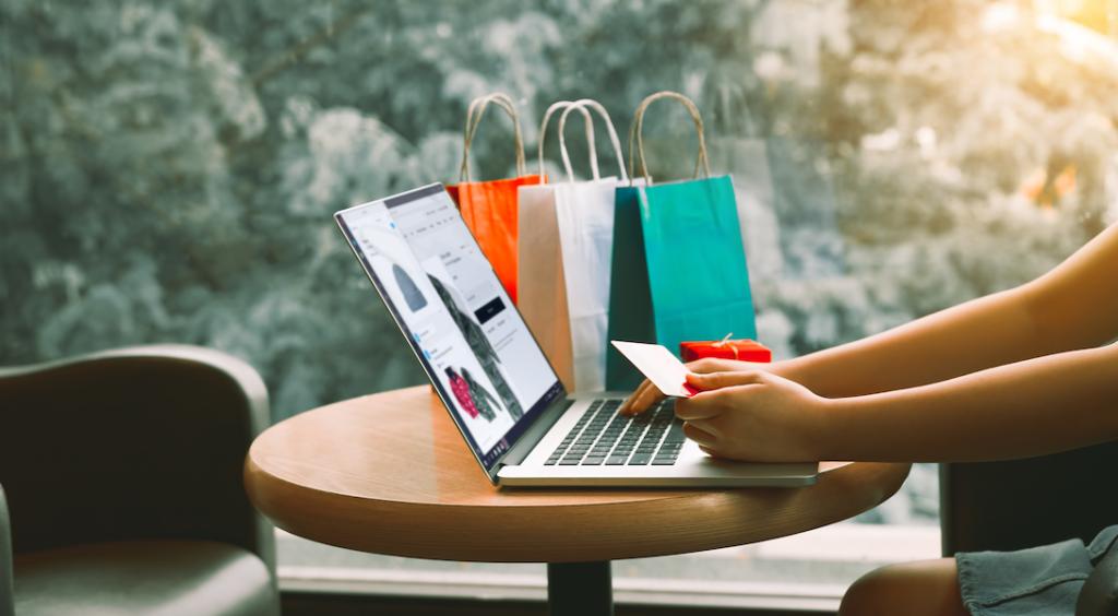 Thương mại trực tuyến và hành vi mua sắm của người tiêu dùng